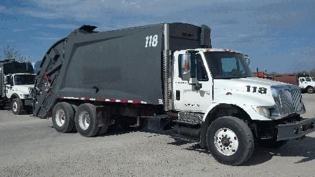 2007 International 7400 with 25 Yd McNeilus